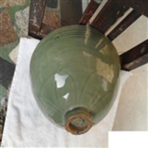 较大的南宋龙泉梅子青莲瓣碗
