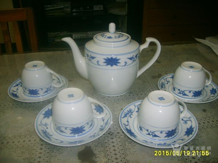 文革时期景德镇青花瓷茶壶、茶杯、茶盘9件套