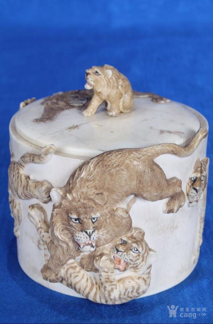 """1900年明治年左右手工雕刻""""狮虎罐""""虫罐一只-图1"""