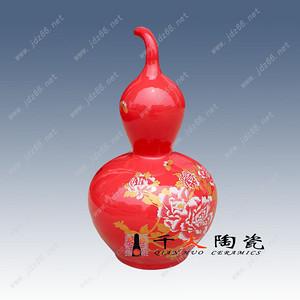 景德镇中国红花瓶藏品
