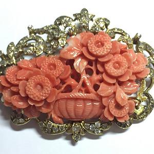 漂亮的红珊瑚胸针!