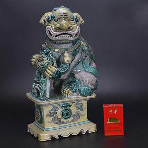清 素三彩瓷狮