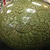 绿青釉仿哥窑刻花赏瓶