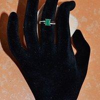 祖母绿钻戒 天然祖母绿镶南非钻石18K金女款戒指