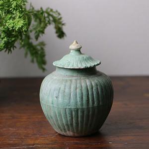 唐吉州窑绿瓜棱盖罐