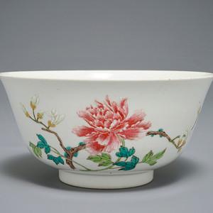 清乾隆 粉彩花卉碗