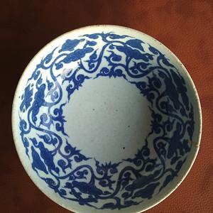 明隆庆青花缠枝灵芝托八宝纹卧足碗