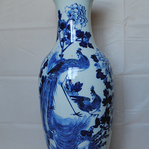 请鉴定:一个青花凤凰牡丹纹嫁妆瓶