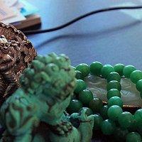 最近有幸买到一件清代翡翠朝珠项链,一起与大家分享。