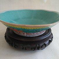 绿釉花卉纹碗