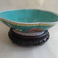 绿釉花卉纹花口碗