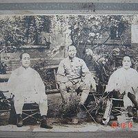 民国原版老照片《抗日东北三雄合影》请教伟大的朋友圈