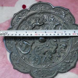 唐代双兽双鸾菱花镜 直径23公分,净重1459点135克