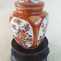 珊瑚红釉开光花卉小罐